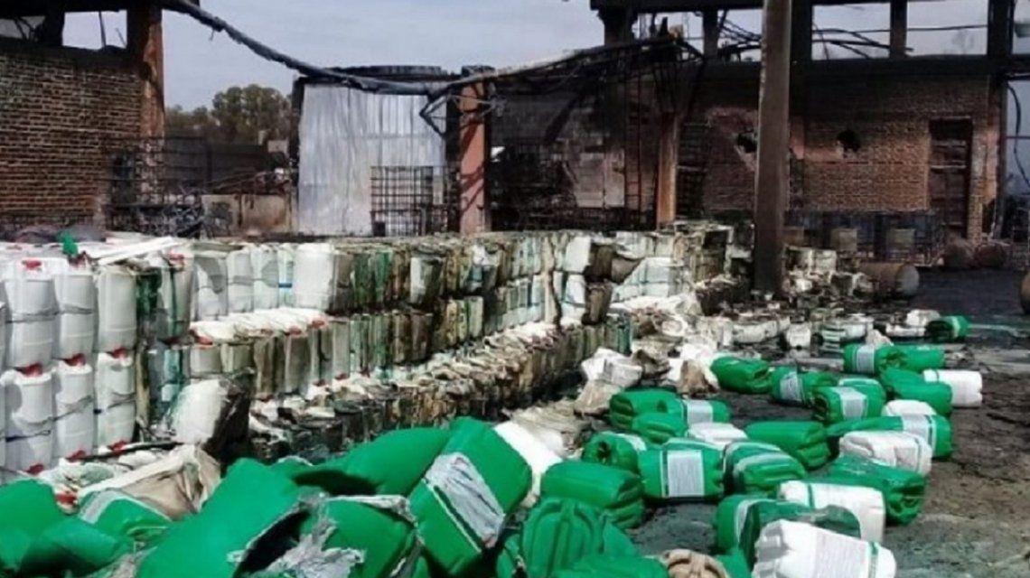 Mercedes: explotó una fábrica de agrotóxicos, murió un hombre y temen un desastre ambiental
