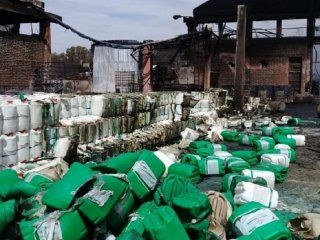 mercedes: exploto una fabrica de agrotoxicos, murio un hombre y temen un desastre ambiental