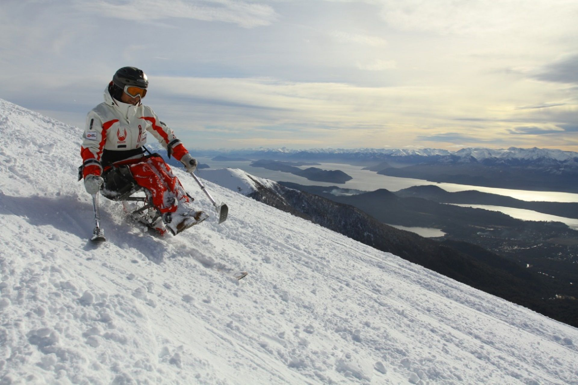 sans-serif; font-size: 9pt;>Germán Vega el primer instructor de esquí en sillas de ruedas del mundo