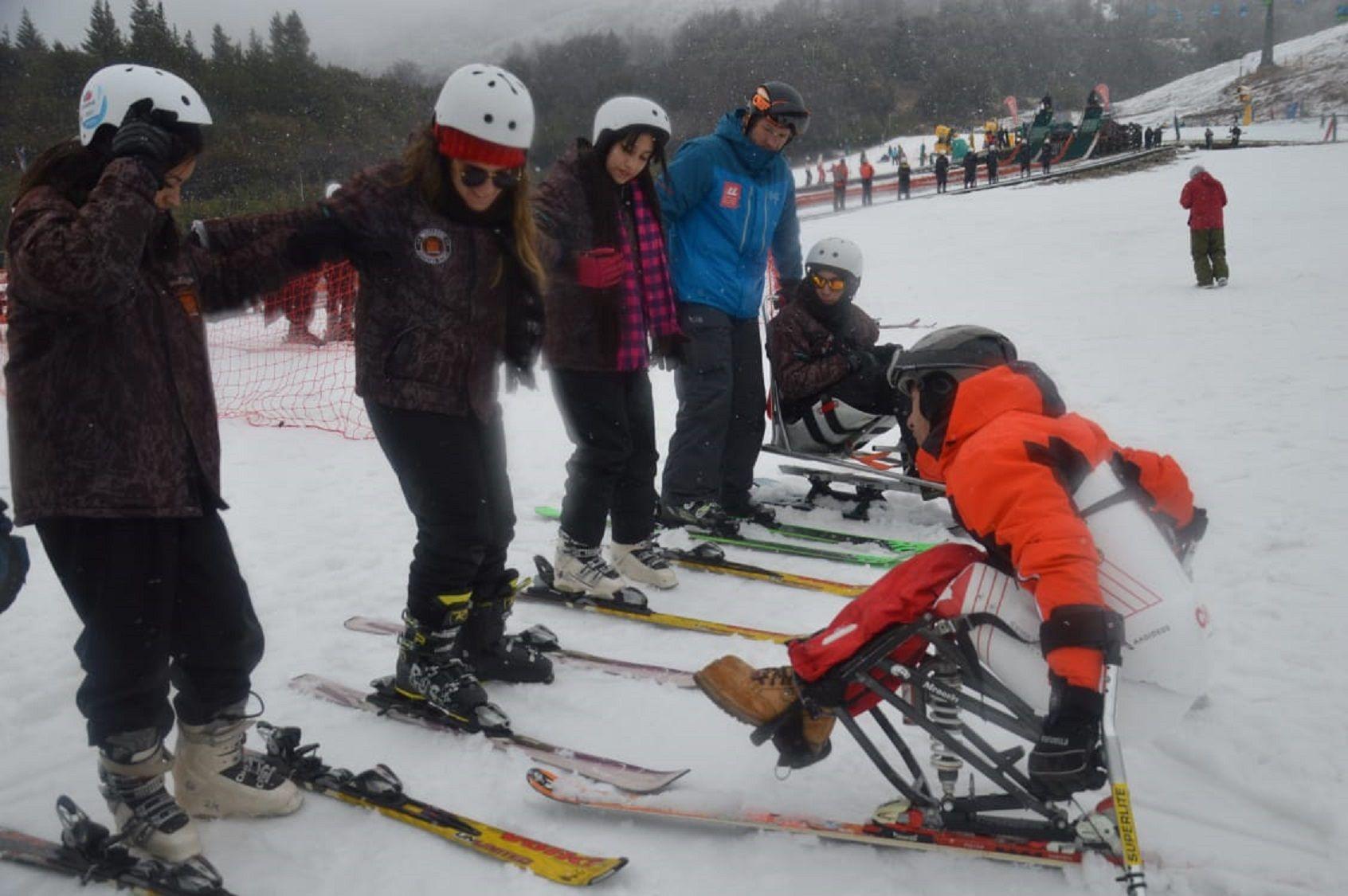 Germán Vega el primer instructor de esquí en sillas de ruedas del mundo