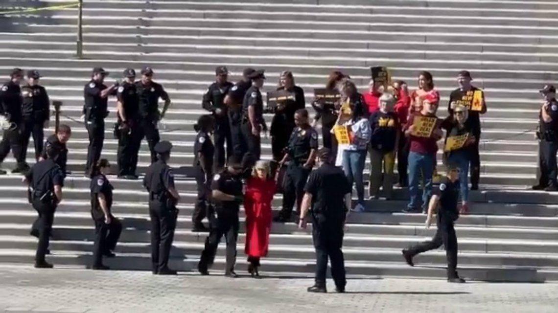 Detuvieron a Jane Fonda durante una protesta por el cambio climático en Washington DC