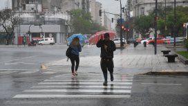 Continúa el alerta por tormentas eléctricas y ya graniza en el Conurbano