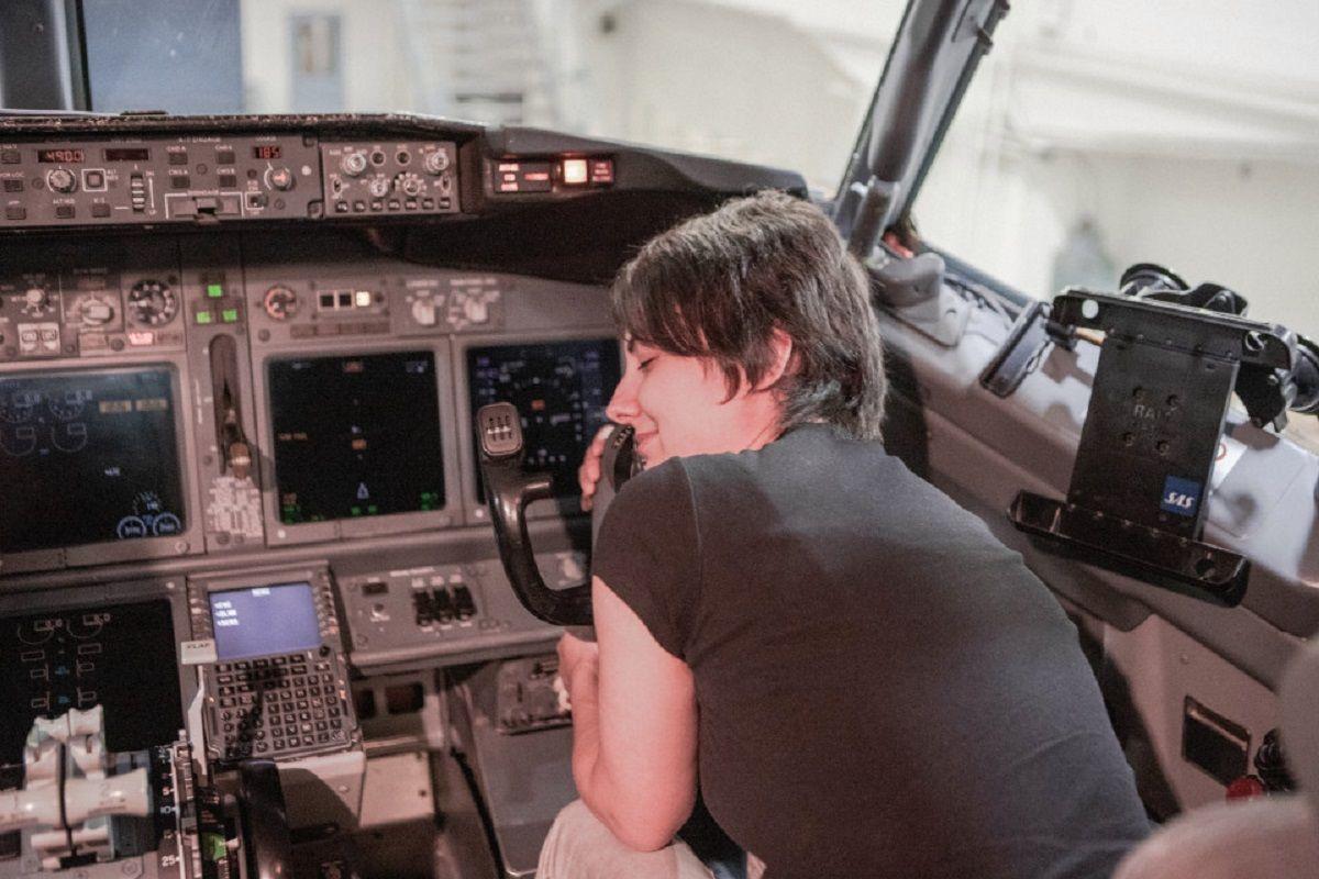 Una mujer alemana dice que está de novia hace cinco años con un avión