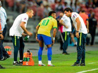 brasil: neymar salio lesionado en el amistoso ante nigeria