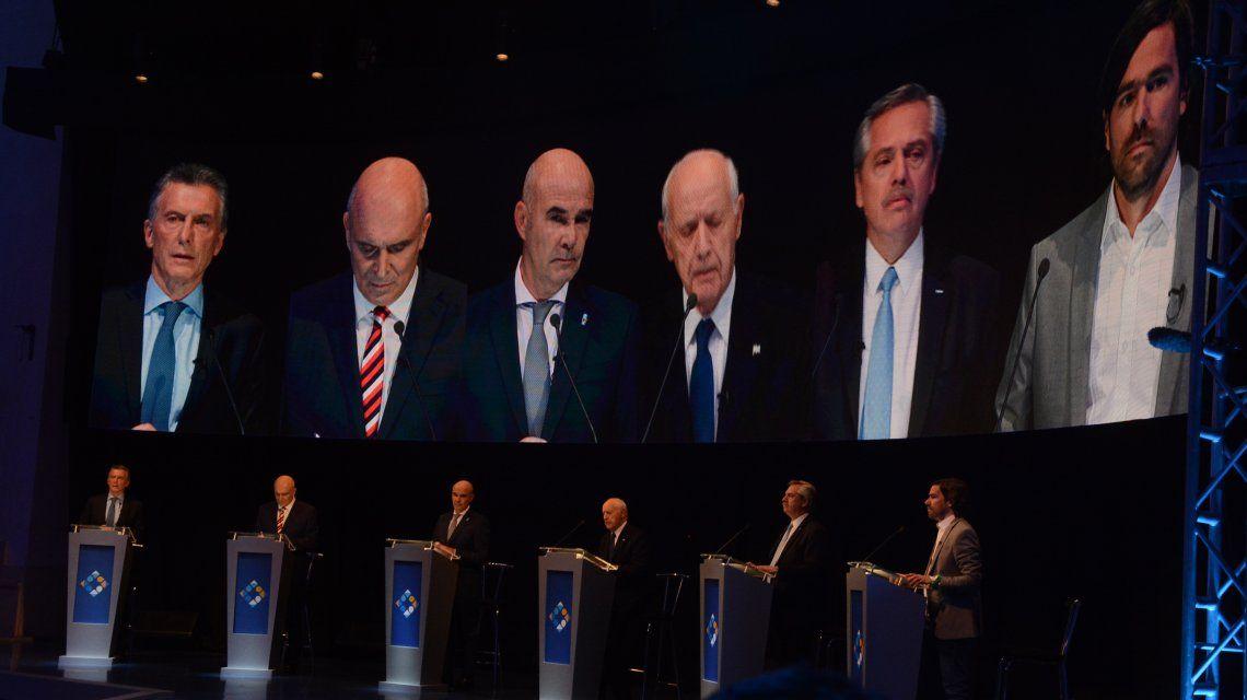 Macri fue el blanco de las críticas de los candidatos cuando se cruzaron por la economía