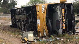 Tucumán: dos muertos y 36 heridos por el vuelco de un micro