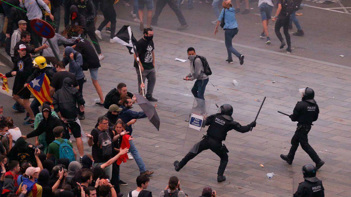 Protestas en Barcelona tras la condena a los líderes separatistas: hay 53 heridos