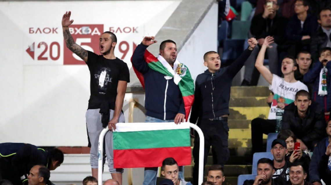 Insultos y gritos de mono: escándalo de racismo durante el partido entre Bulgaria e Inglaterra