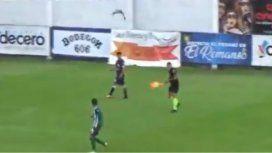 VIDEO: Un ataque de teros obligó a detener el partido entre Laferrere y Merlo durante seis minutos