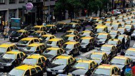 Los taxistas vuelven a cortar calles en protesta contra las app de transporte