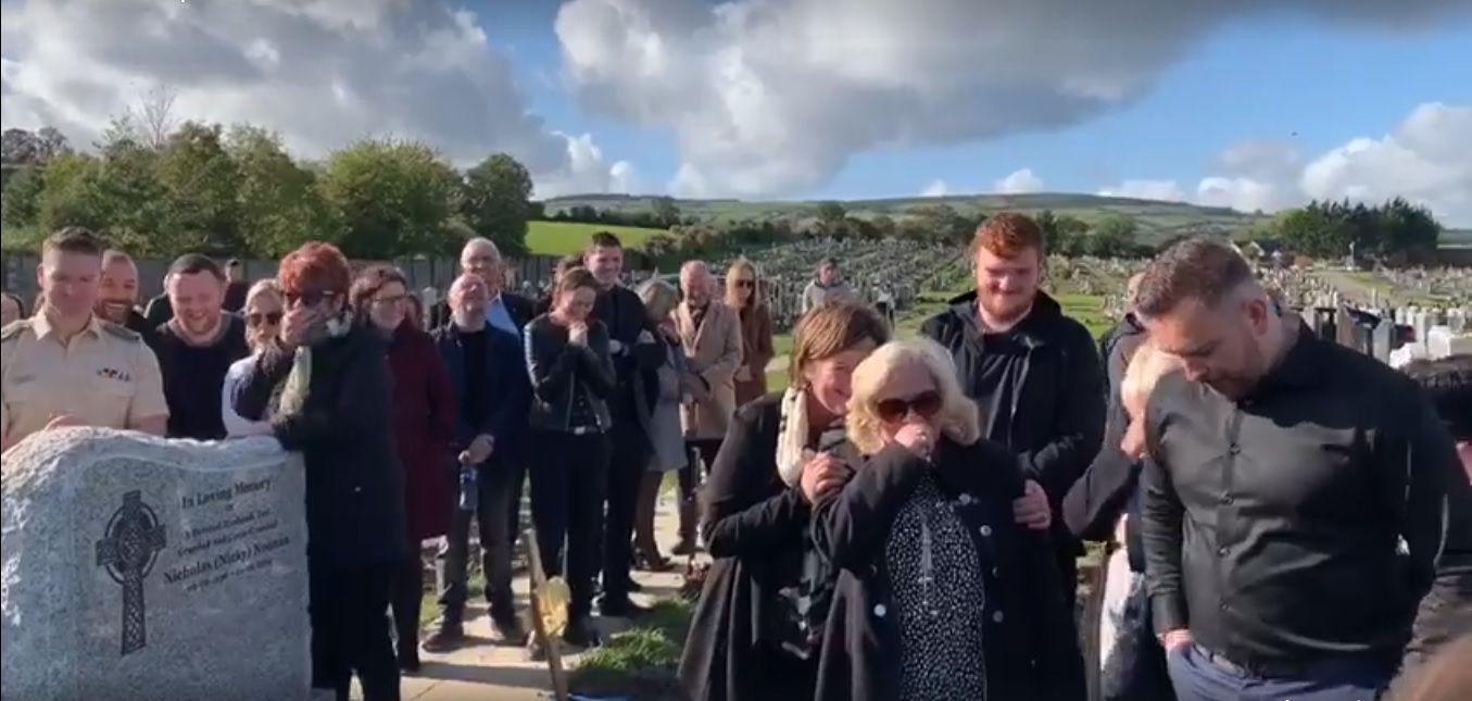 Un irlandés dejó una grabación para que pongan en su funeral: la reacción de los familiares