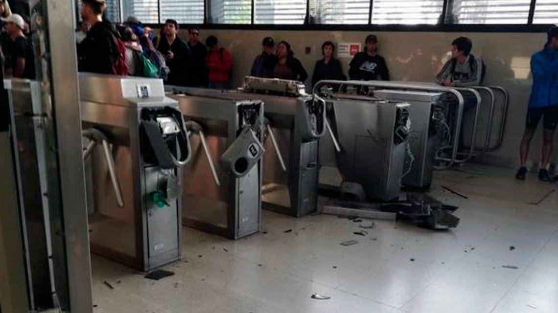 Masivas protestas en Santiago de Chile por el aumento del subte