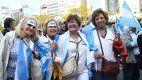 Mujeres macristas se congregan en el Obelisco