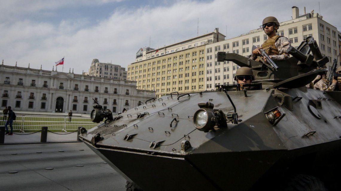 Tensión en Chile: militares salieron a reprimir manifestantes en las calles de Santiago