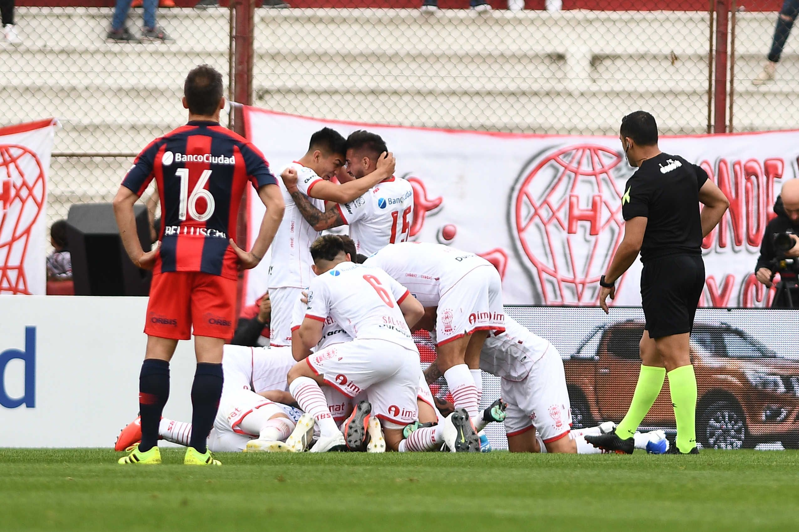 Huracán le ganó el clásico a San Lorenzo en la Superliga