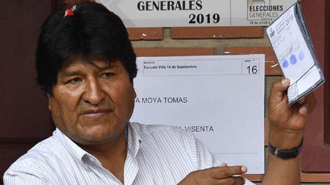 Elecciones en Bolivia: suspendieron el escrutinio y todo apunta a un balotaje entre Evo Morales y Carlos Mesa