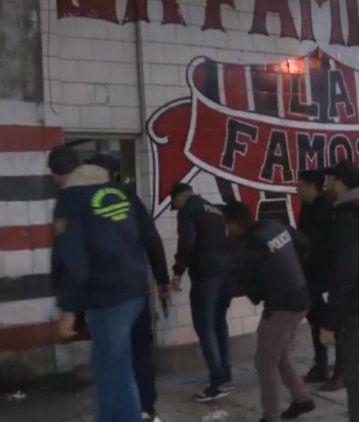 Detuvieron a parte de la barra de Chacarita: tenían drogas, armas y dinero en su poder