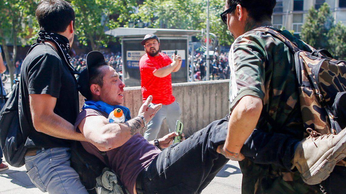 Tercer día de toque de queda en Chile y la necesidad de cambiar de raíz el sistema heredado de la dictadura