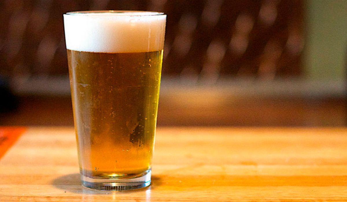 La ANMAT prohibió la venta de una cerveza y un aceite de oliva