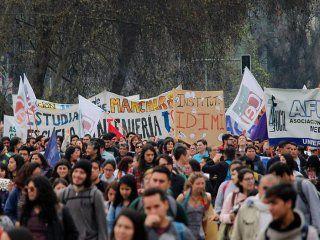 chile en llamas: las claves para entender el estallido de los estudiantes contra la desigualdad