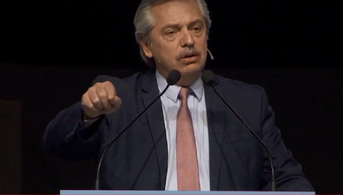 Alberto Fernández respondió al saludo de Gran Bretaña con un llamado al diálogo y con el reclamo por Malvinas