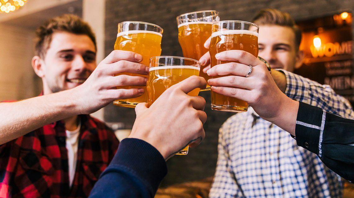 ¿Rubia, roja o negra? ¿Lata o botella?: cómo toman cerveza los argentinos