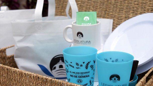 El kit sustentable que reciben los trabajadores para evitar el uso de descartables
