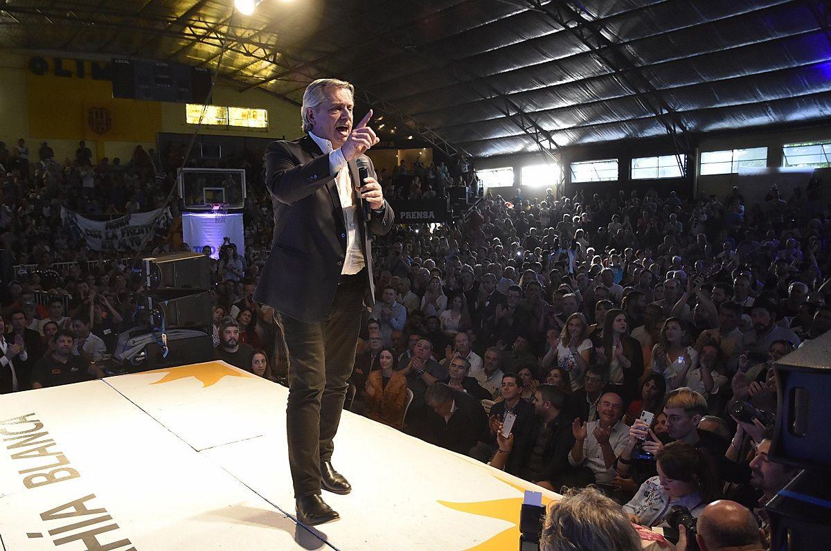 Alberto Fernández: Macri dejó caer las reservas a un ritmo pasmoso