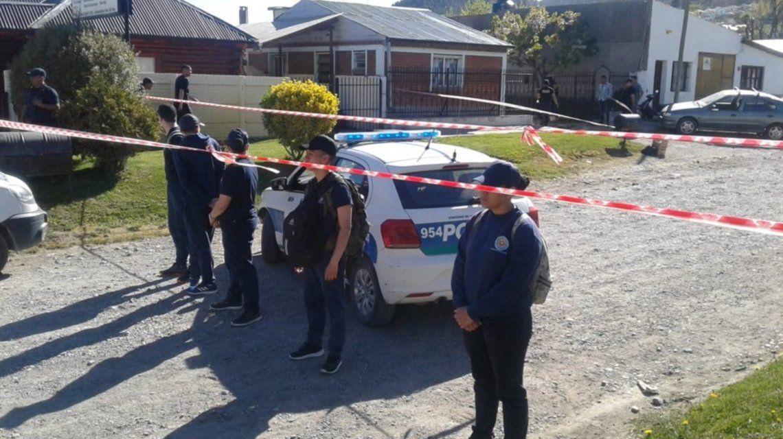 Un hombre golpeó y estranguló a su mujer con un cable