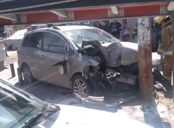 Un auto se subió a la vereda y atropelló a una mujer y a sus dos hijas en Quilmes