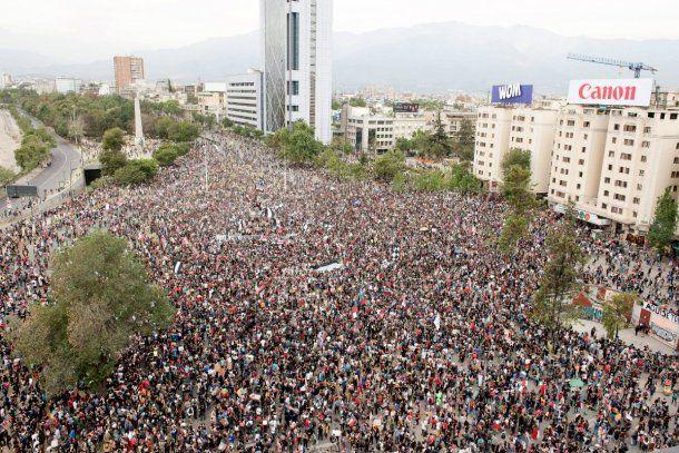 La plaza Baquedano, también conocida como plaza Italia, fue el punto del cuentro de miles de chilenos