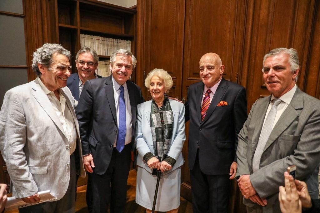 En medio de la veda, Alberto Fernández asistió a un acto en reconocimiento a Estela de Carlotto