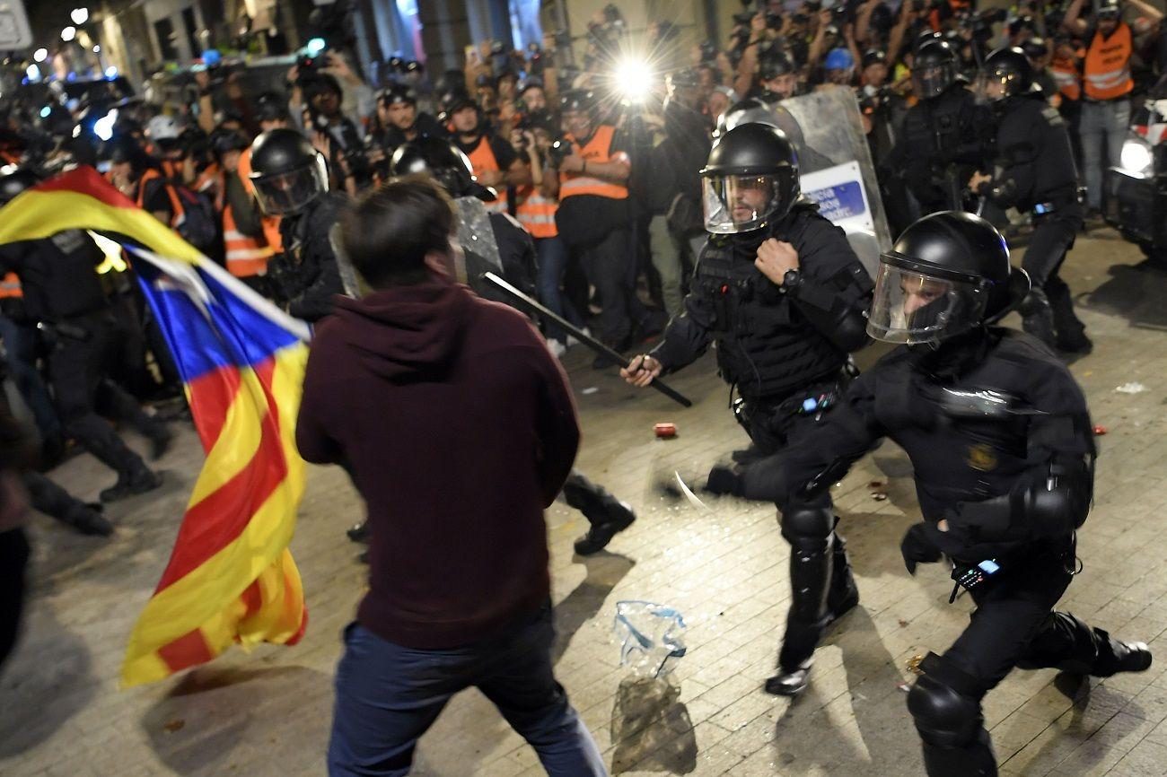 Batalla campal tras una manifestación en Barcelona: al menos tres detenidos y varios heridos