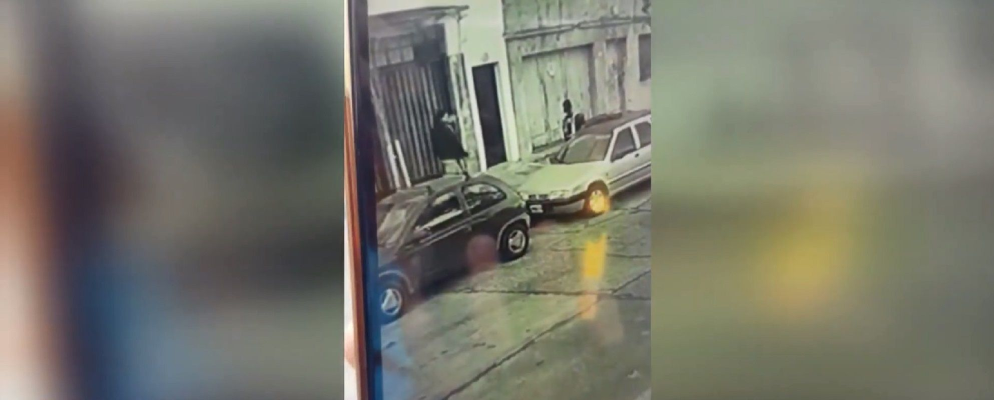 Delincuentes le robaron el arma a un policía y lo balearon en la cabeza
