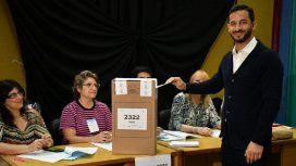 Al igual que en las PASO, Tombolini fue el primer candidato en votar