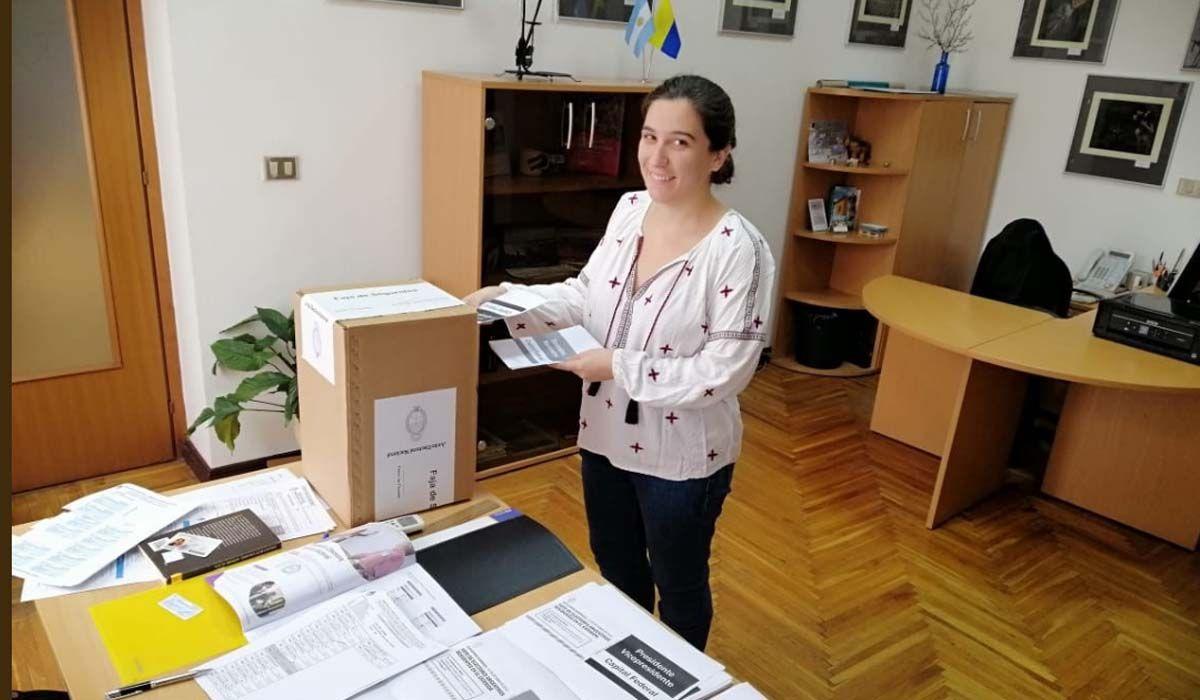Casi 400 mil argentinos votan en el exterior desde hace 21 horas