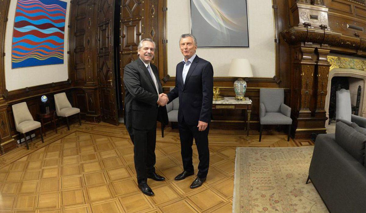 Según el gobierno saliente, la transición quedó congelada tras la foto entre Alberto Fernández y Macri