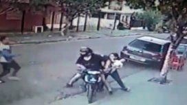 Vecinos lincharon a un delincuente que asaltó un almacén