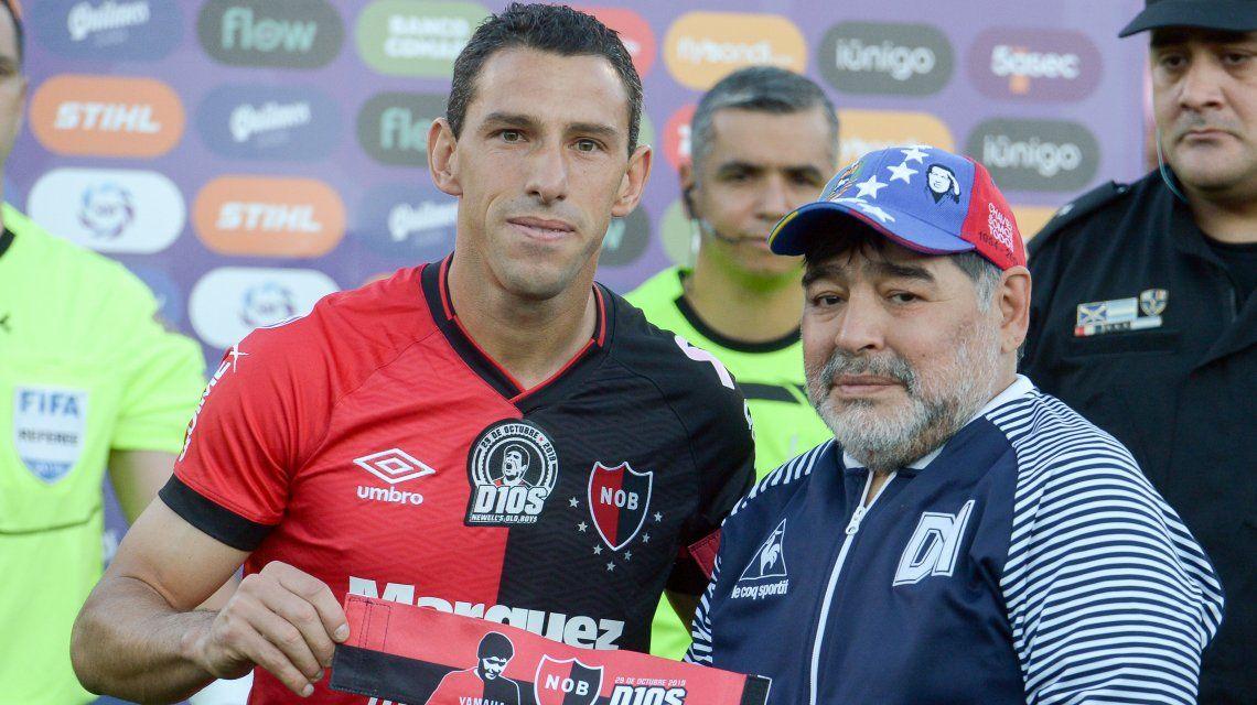 Maxi Rodríguez con Diego Maradona