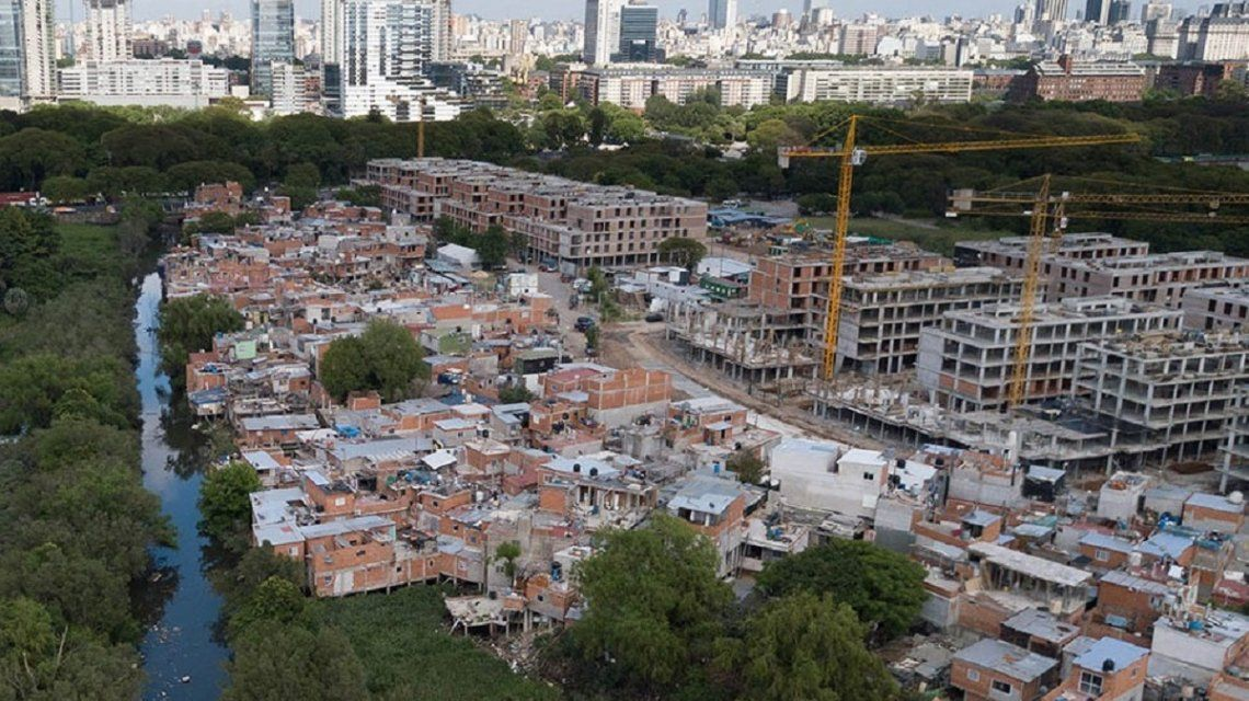 Informe de la UCA: uno de cada dos chicos tiene déficit de algún servicio público en la Argentina