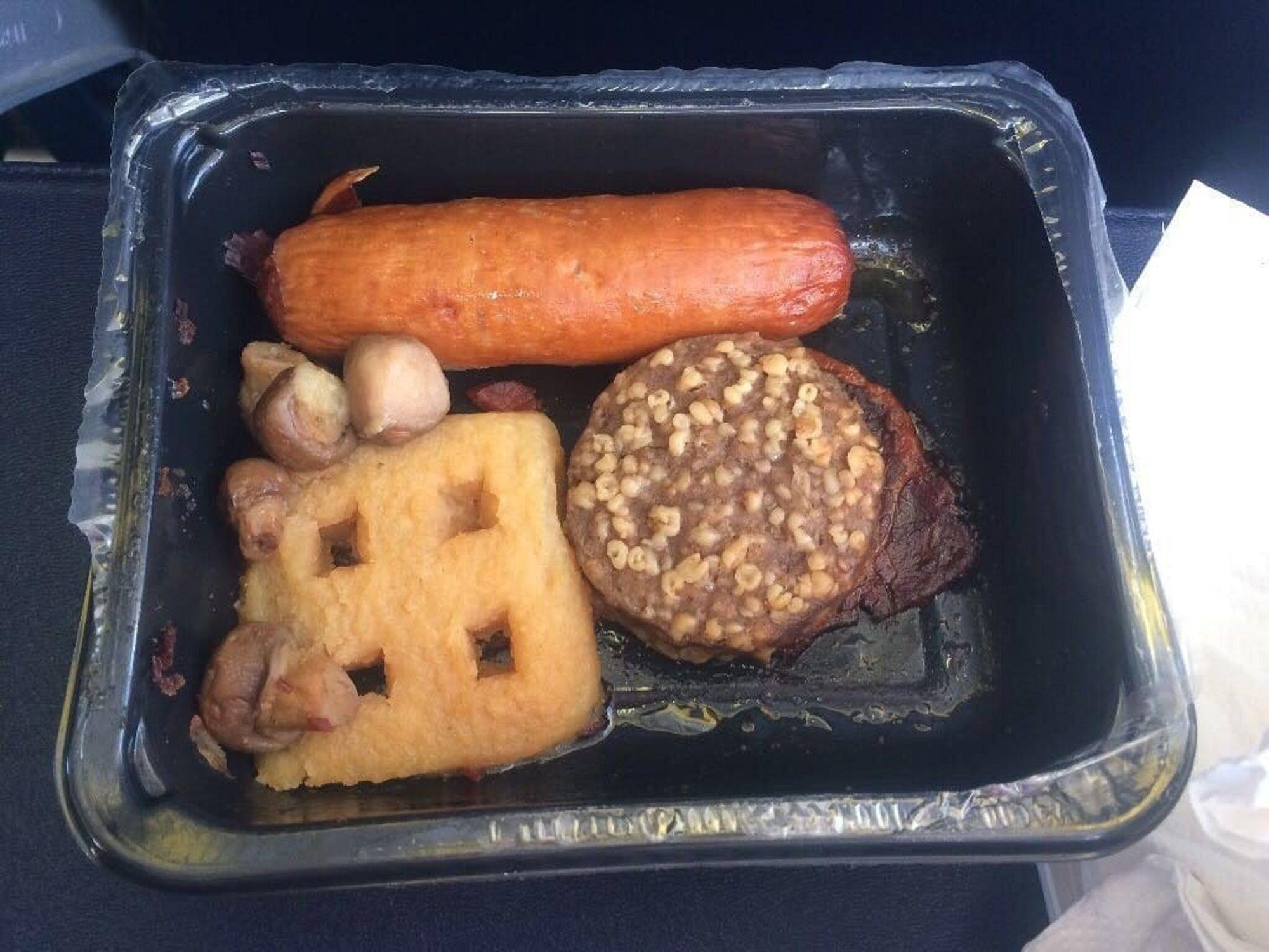 Viral: las peores comidas que te pueden tocar en un vuelo