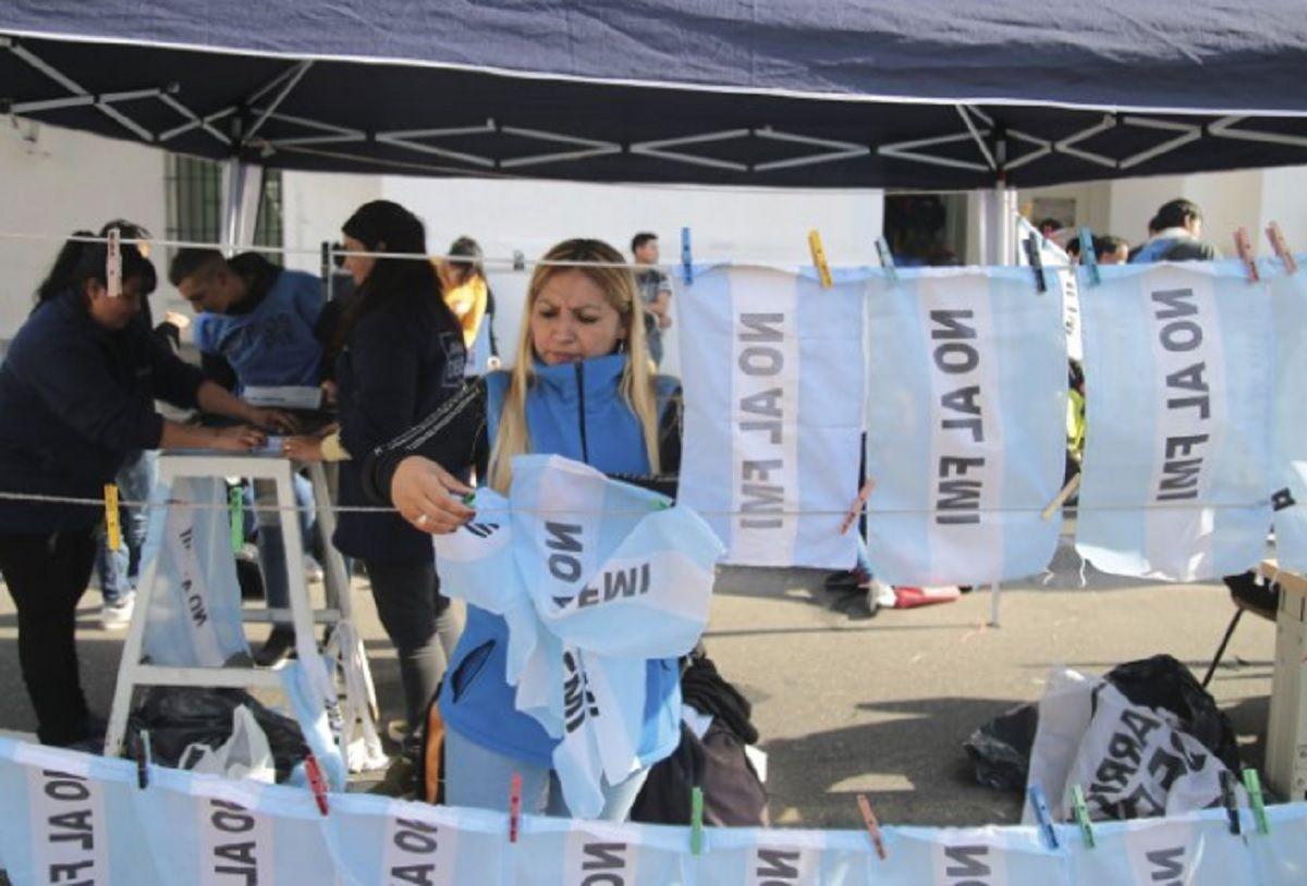 Organizaciones sociales marcharon a las oficinas del FMI y a Desarrollo Social