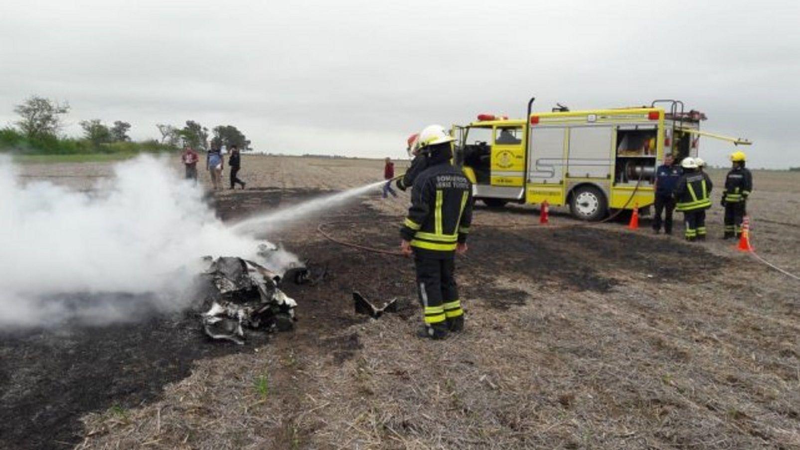 Una avioneta cayó en un campo en Santa Fe y murieron sus dos ocupantes