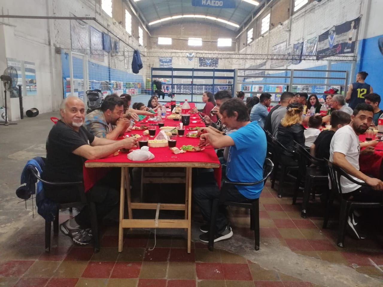 Asado y torta: un empresario hizo una mega fiesta para todos sus empleados por el triunfo de Alberto Fernández