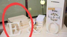 Les pusieron una urna falsa en el salón para robarles los regalos de casamiento