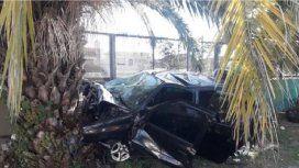 Un auto chocó contra una palmera y murieron tres jóvenes