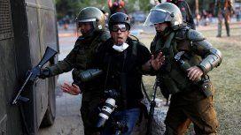 Imputaron a un Carabinero por haber causado daño ocular durante la represión