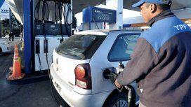 El Gobierno aplicó la suba al impuesto a las naftas, pero el traslado a precios está en suspenso