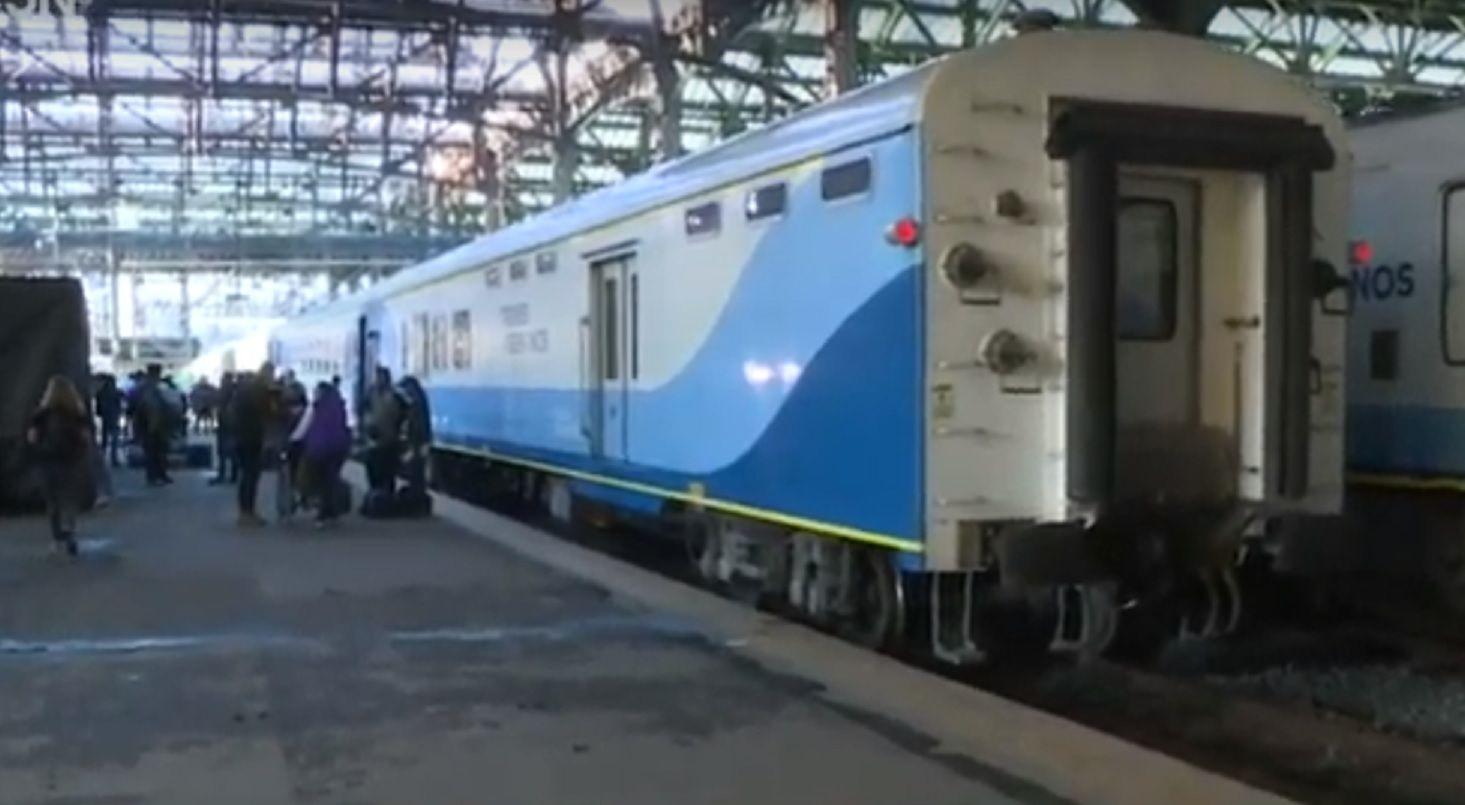 Constitución: unos 450 pasajeros que iban a Bahía Blanca en tren quedaron varados por un piquete