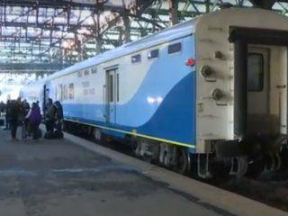 constitucion: unos 450 pasajeros que iban a bahia blanca en tren quedaron varados por un piquete